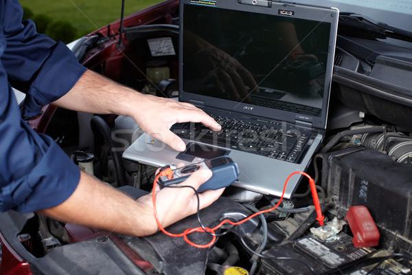 Automechaniker arbeiten Garage Reparatur Service Laptop Stock foto © Kurhan