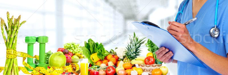 Mãos médico médico frutas legumes maçã Foto stock © Kurhan