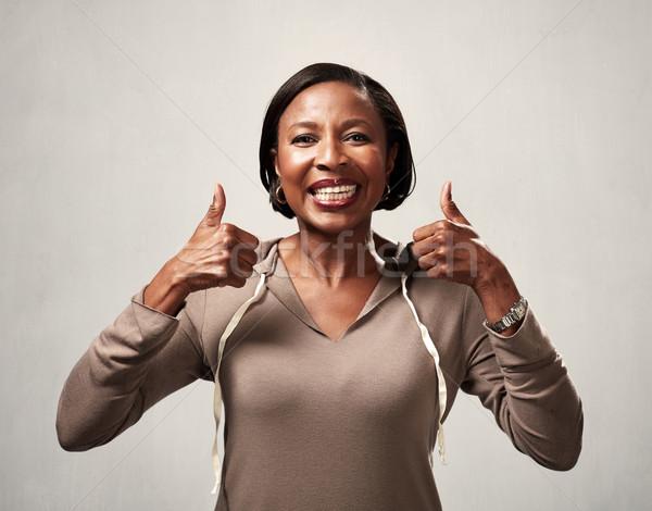 Сток-фото: счастливым · черную · женщину · смеясь · афроамериканец · серый