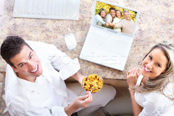 Jeunes amour couple heureux portable maison Photo stock © Kurhan