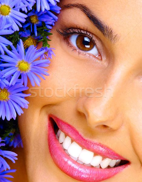 Glücklich jungen lächelnde Frau Haufen Blumen Frau Stock foto © Kurhan
