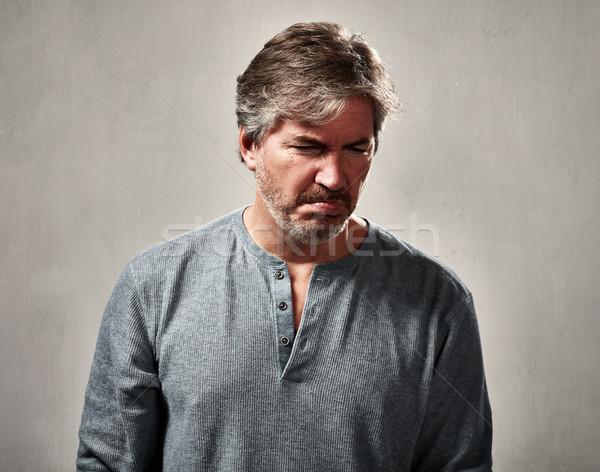 Deluso uomo uomo maturo grigio muro sfondo Foto d'archivio © Kurhan