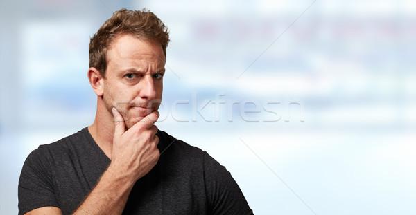 Człowiek patrząc kamery wątpić twarz Zdjęcia stock © Kurhan
