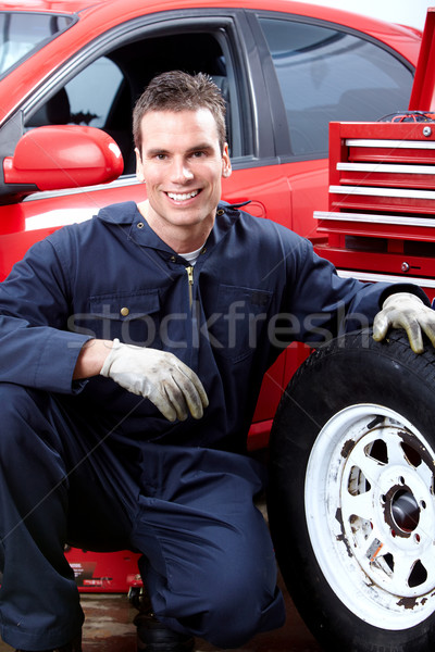Automechaniker Reifen professionelle auto Reparatur Laden Stock foto © Kurhan