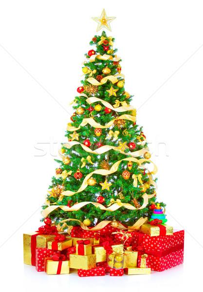 Foto stock: árvore · de · natal · presentes · isolado · branco · árvore · festa