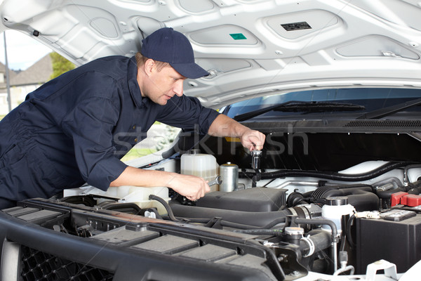 Auto Mechaniker arbeiten auto Reparatur Service Stock foto © Kurhan