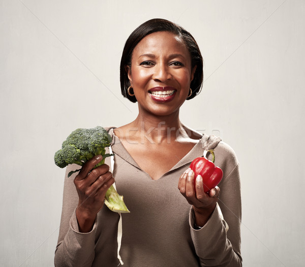 Сток-фото: афроамериканец · женщину · брокколи · красивой · улыбаясь
