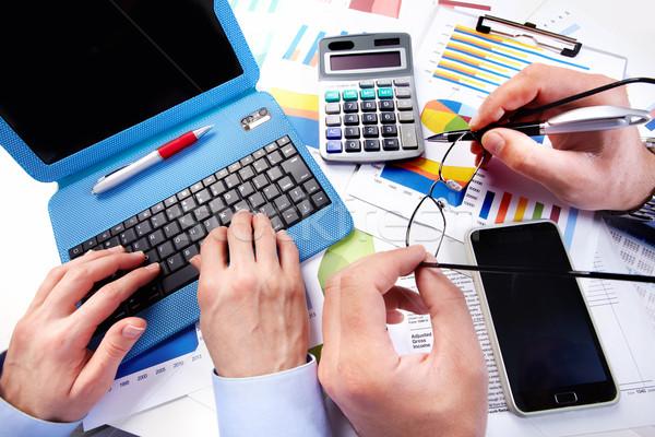 Stockfoto: Business · team · werken · kantoor · hand · calculator · financieren
