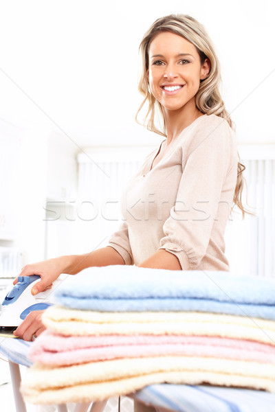 Lavori di casa felice giovani bella donna vestiti Foto d'archivio © Kurhan