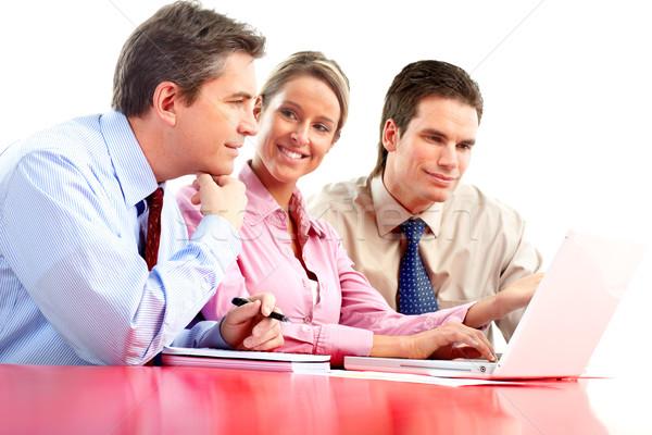 Foto d'archivio: Uomini · d'affari · squadra · sorridere · lavoro · ufficio · laptop