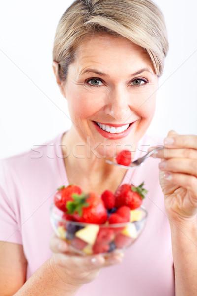 Stock fotó: Nő · eszik · saláta · érett · mosolygó · nő · gyümölcsök