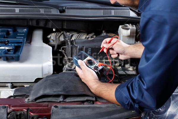 Automechaniker gut aussehend Mechaniker arbeiten auto Reparatur Stock foto © Kurhan