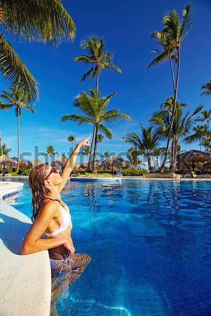 Beautiful girl relaxante piscina piscina luxo recorrer Foto stock © Kurhan
