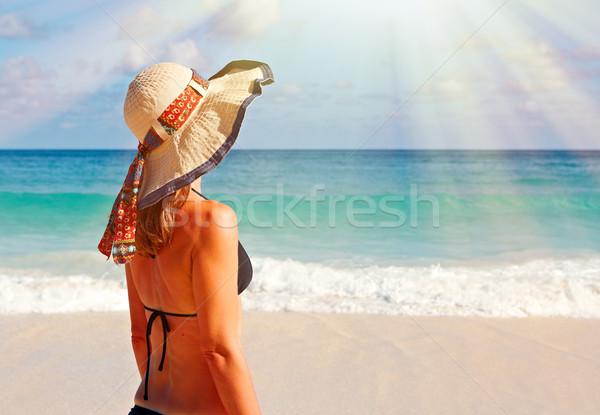 Geri kadın bikini plaj şapka tropikal plaj Stok fotoğraf © Kurhan