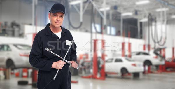 自動車修理 サービス ワーカー 成熟した レンチ 手 ストックフォト © Kurhan