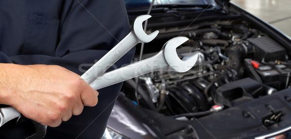 手 メカニック レンチ 自動車修理 ガレージ 手 ストックフォト © Kurhan