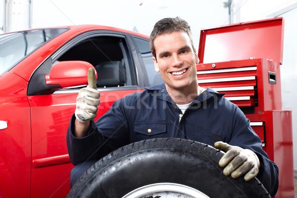 Foto stock: Auto · reparación · guapo · mecánico · ruedas · tienda