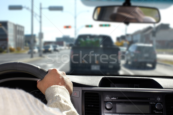 Man rijden snelweg hand bestuurder verzekering Stockfoto © Kurhan