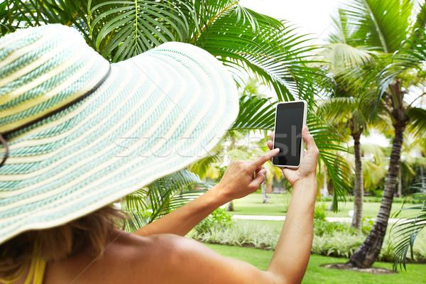 Mulher tropical jardim férias telefone Foto stock © Kurhan