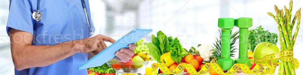 Médecin mains fruits légumes main Photo stock © Kurhan