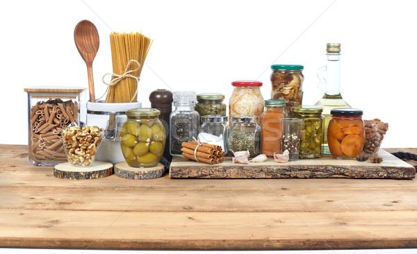 Ogórki konserwowe żywności warzyw szkła jar tabeli Zdjęcia stock © Kurhan