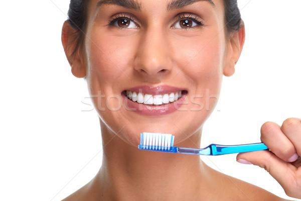 Glimlachende vrouw tandenborstel jonge vrouw glimlach geïsoleerd witte Stockfoto © Kurhan
