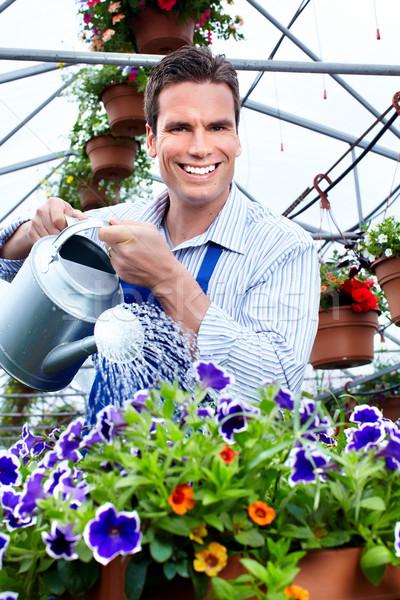 Férfi dolgozik faiskola emberek dolgoznak kertészkedés tavasz Stock fotó © Kurhan