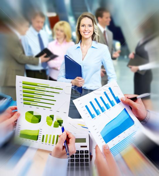 Stockfoto: Zakenlieden · werken · grafieken · financiële · business · vergadering
