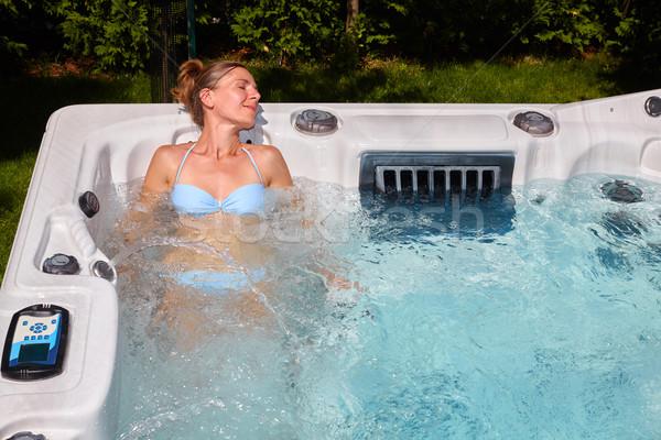 Bela mulher relaxante banheira de hidromassagem jovem saúde beleza Foto stock © Kurhan