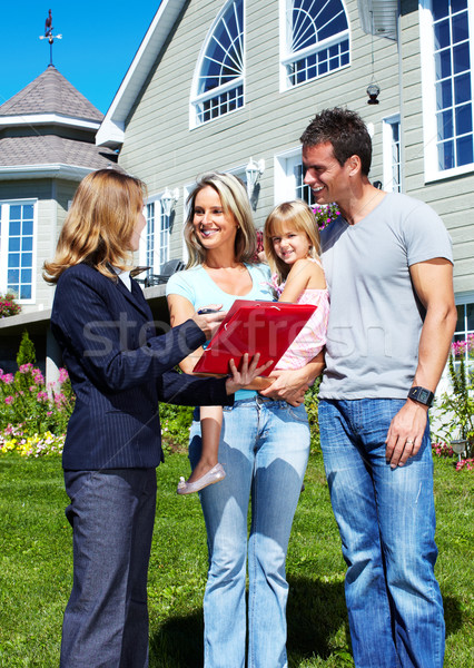 Familia feliz agente corredor de bienes raíces familia hombre Foto stock © Kurhan