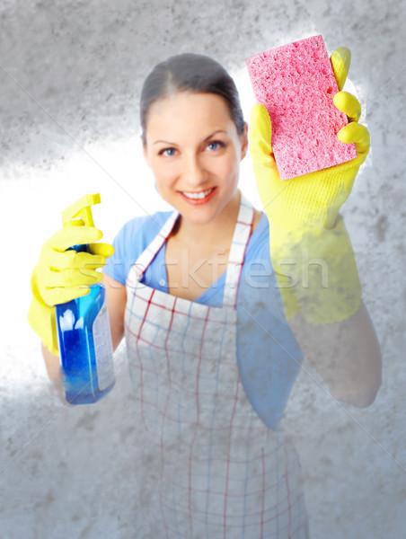 Dona de casa jovem sorridente limpador branco mulher Foto stock © Kurhan