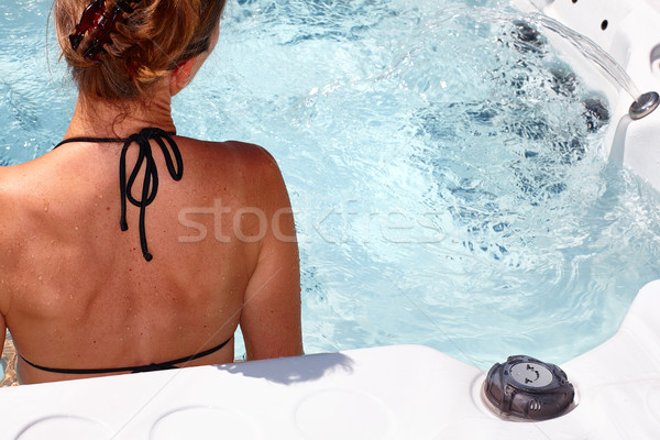Mujer hermosa relajante bañera de hidromasaje jóvenes agua salud Foto stock © Kurhan