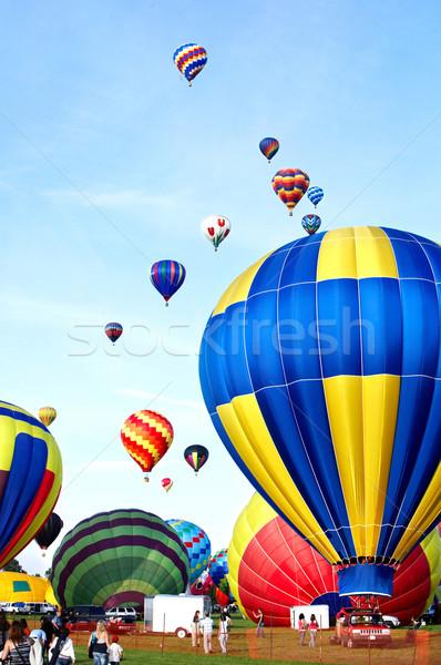 Léggömb sokszínű repülés tiszta kék ég égbolt Stock fotó © Kurhan