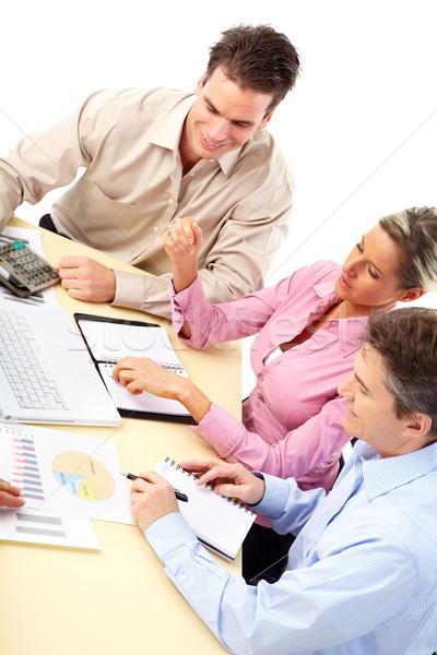 Сток-фото: деловые · люди · команда · улыбаясь · рабочих · служба · ноутбука