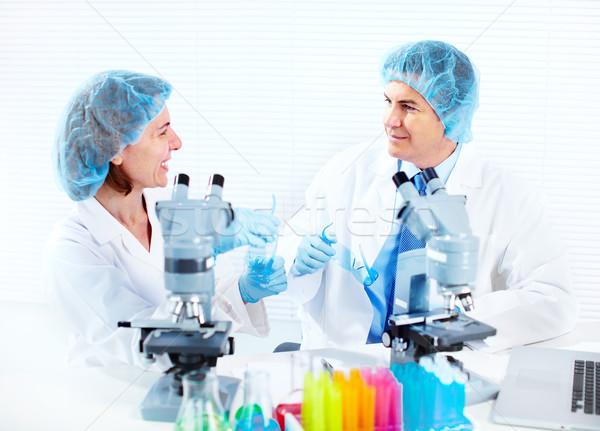 Bilimsel laboratuvar işçiler tıbbi araştırma çalışmak Stok fotoğraf © Kurhan