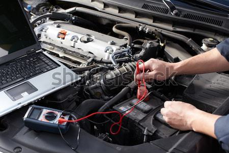 Voiture mécanicien travail Auto réparation Ouvrir la Photo stock © Kurhan