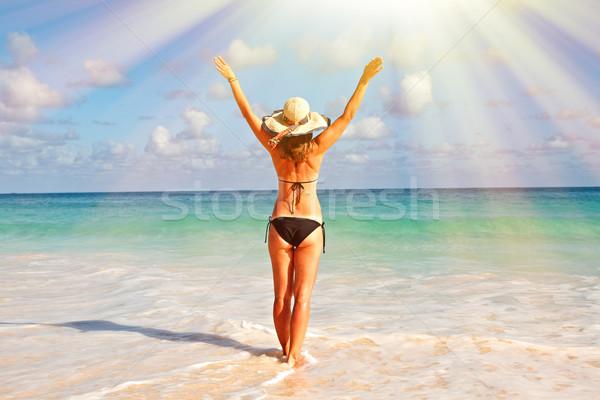 Felice donna bikini spiaggia Hat spiaggia tropicale Foto d'archivio © Kurhan