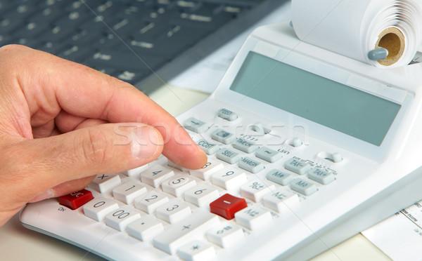 El hesap makinesi muhasebeci adam muhasebe çalışmak Stok fotoğraf © Kurhan