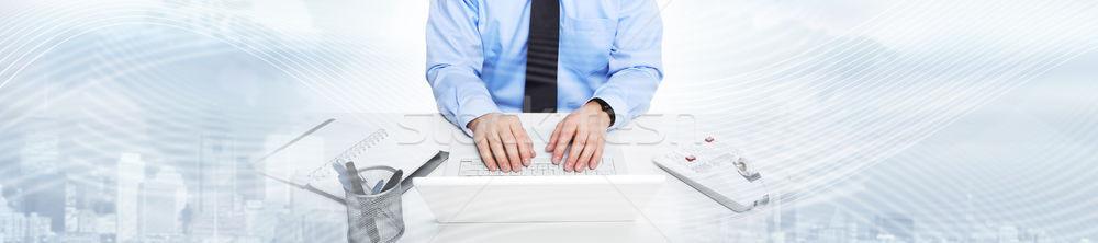 Foto stock: Manos · escribiendo · ordenador · portátil · empresario · agente
