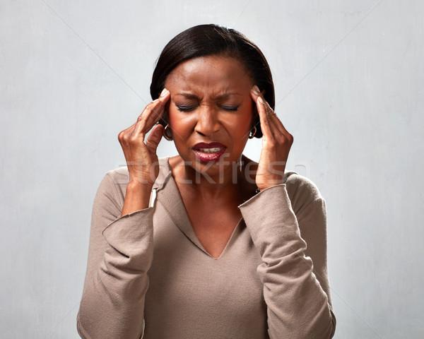 Dor de cabeça africano americano mulher enxaqueca cinza mãos Foto stock © Kurhan