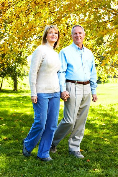 Boldog idős pár szeretet park kint kezek Stock fotó © Kurhan
