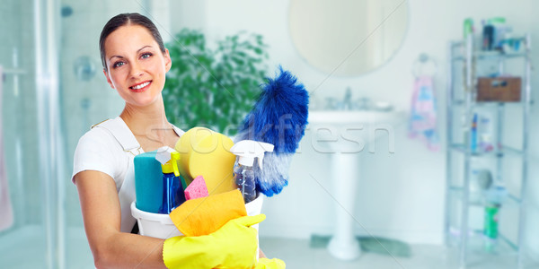 Jonge mooie meid glimlachend huis schoonmaken Stockfoto © Kurhan