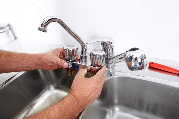 ストックフォト: 配管 · レンチ · 手 · プロ · 給水栓 · 建設
