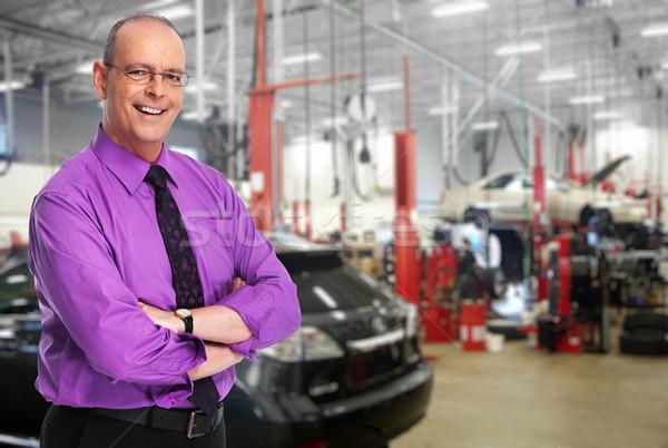 Uśmiechnięty człowiek naprawa samochodów usługi biznesmen garaż Zdjęcia stock © Kurhan