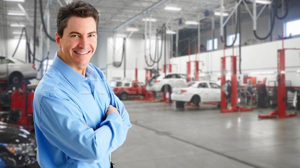 Reifen Automechaniker lächelnd Garage Hintergrund Sicherheit Stock foto © Kurhan