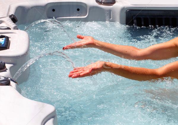 Bella donna mani vasca idromassaggio giovani rilassante donna Foto d'archivio © Kurhan