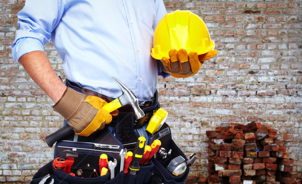 Trabajador herramienta cinturón pared de ladrillo mano industria Foto stock © Kurhan