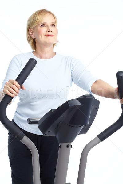 Stock fotó: Tornaterem · fitnessz · mosolyog · idős · nő · edz · izolált