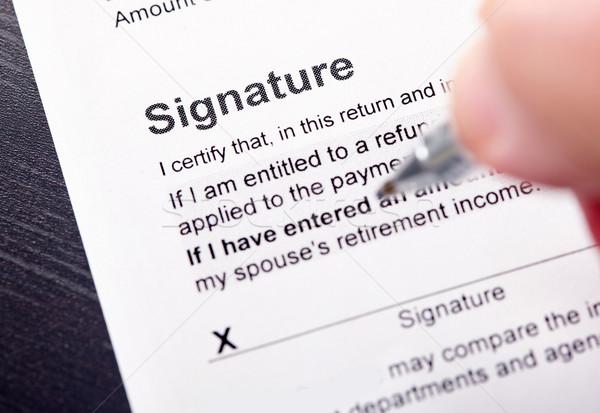 Handtekening vulling belasting vorm business handen Stockfoto © Kurhan