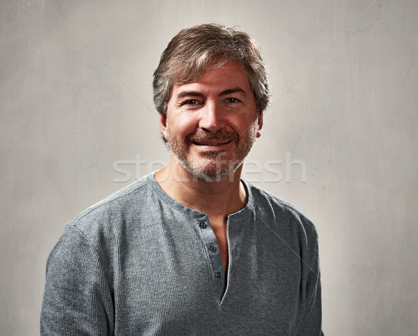 Paisible homme souriant portrait gris hommes Photo stock © Kurhan